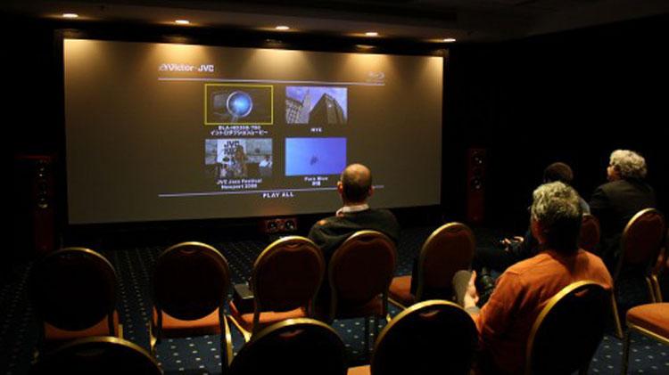videoproiettore fa lo grande schermo di casa